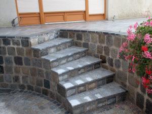 Stufen aus Naturstein